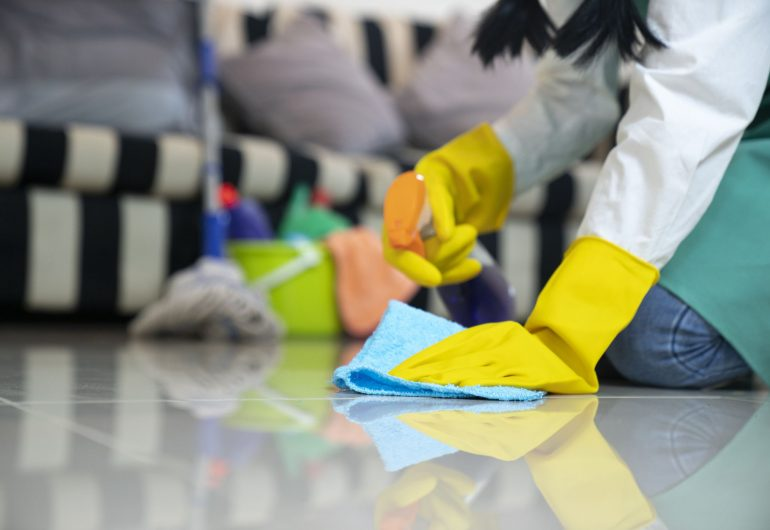Le nettoyer et la vadrouille